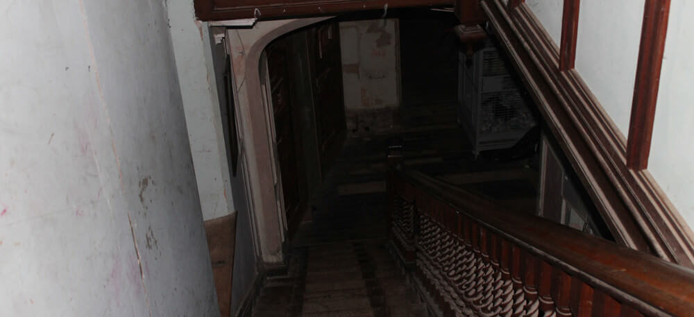 ghost hunting : stairs where Adalina Patti fell to her death