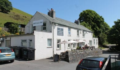 Whitehorse Inn. Hostel and pub
