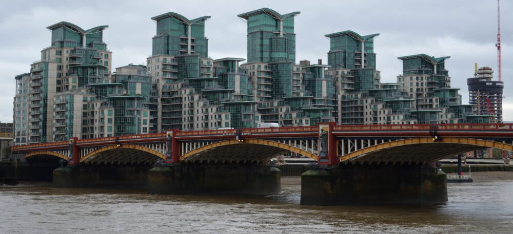 London on a budget - Vauxhall Bridge