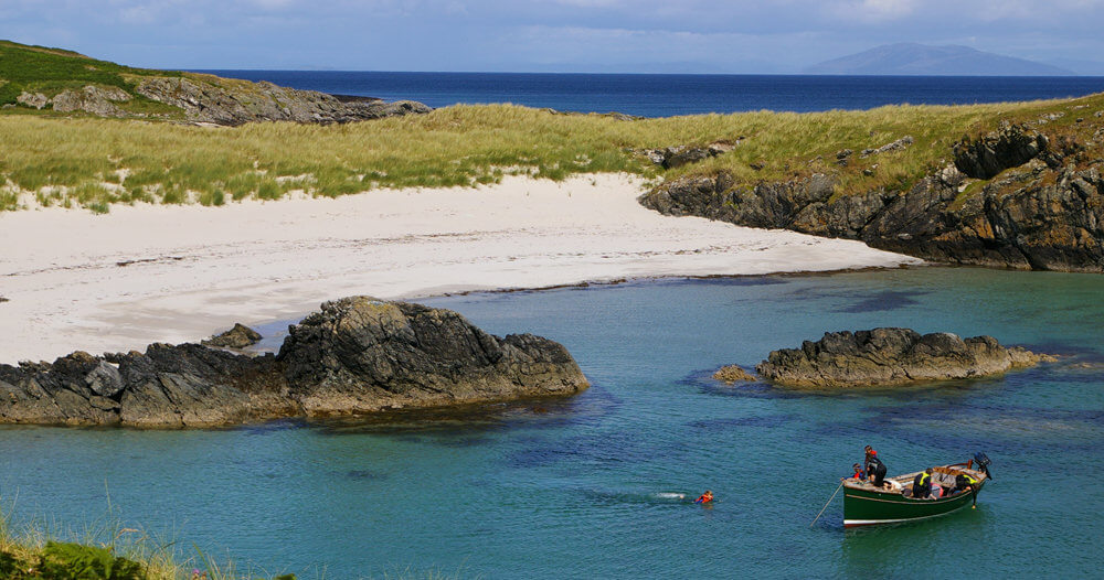 Colonsay backpackers lodge by the sea