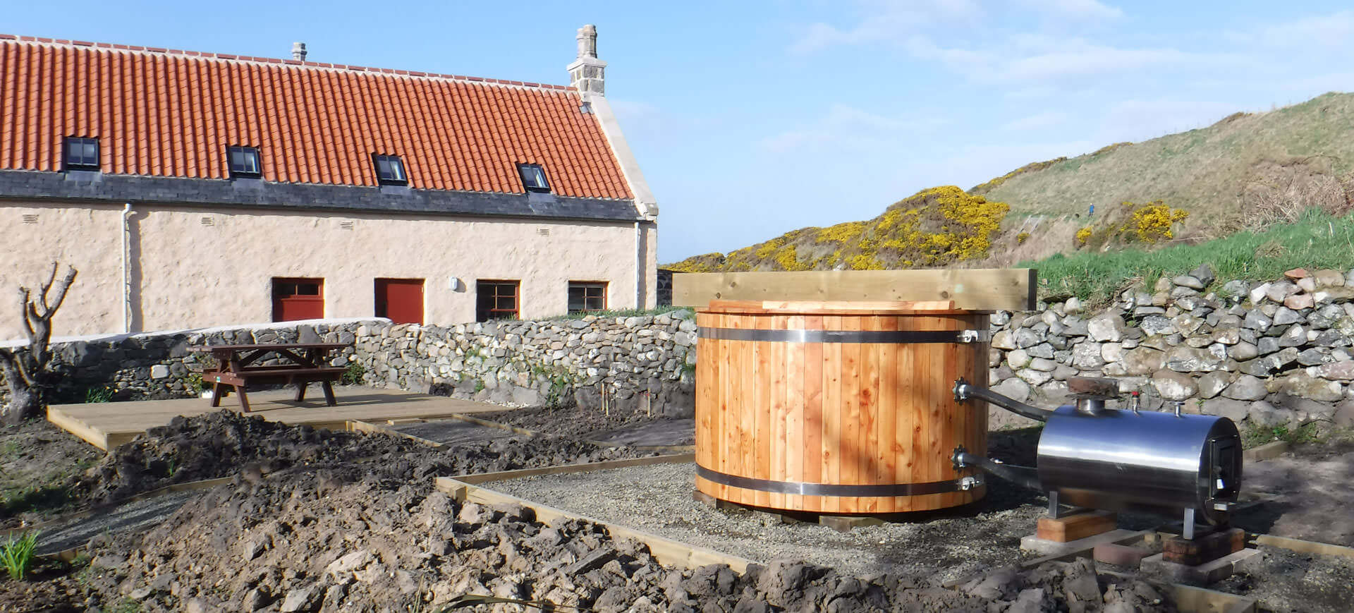 wood burning hot tub at portsoy sailloft bunkhouse