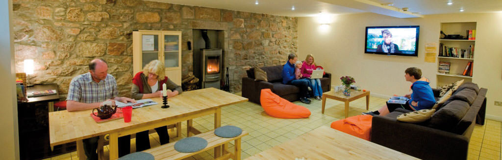 hostels with private rooms scotland