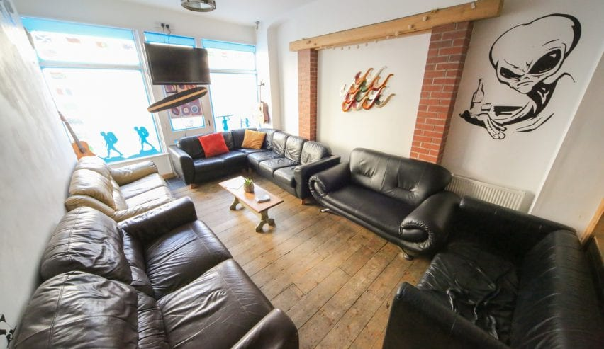 Communal lounge at Ocean Backpackers, Ilfracombe, Devon