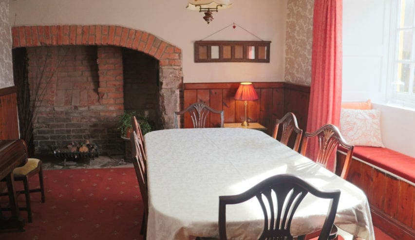 Ashyclyst Farm Hostel dining room