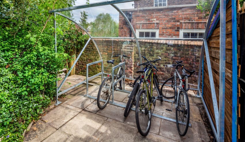 bike shed Astor Hostel York