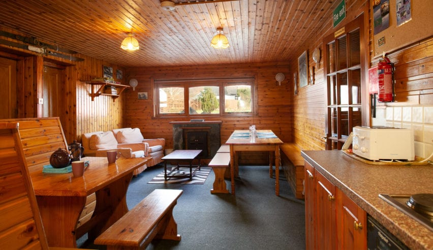 lounge of smiddy bunkhouse near fort william