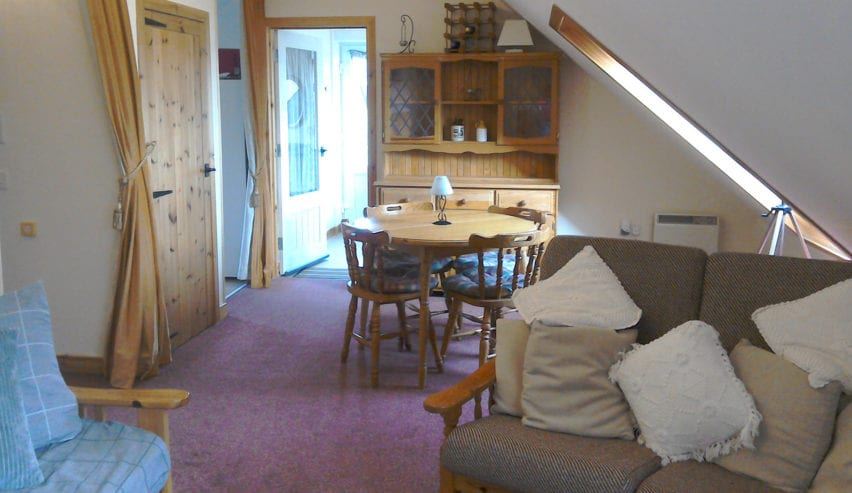 dining at Argyll Backpackers self catering on the shores of Loch Fyne