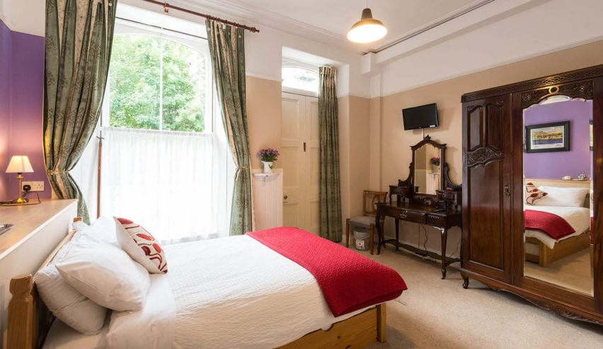 ground floor bedroom at Jessie Macs in Pitlochry