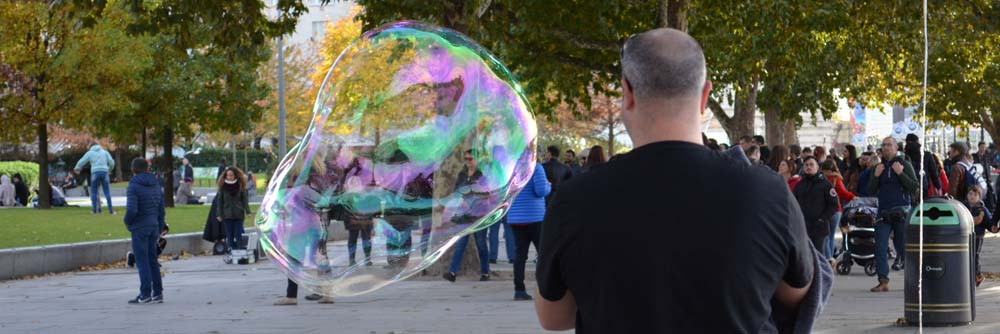 soap bubble blowing entertainers in central London