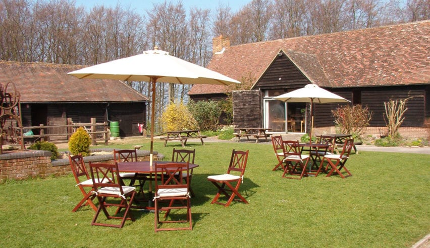 outdoor dining at the courthill centre
