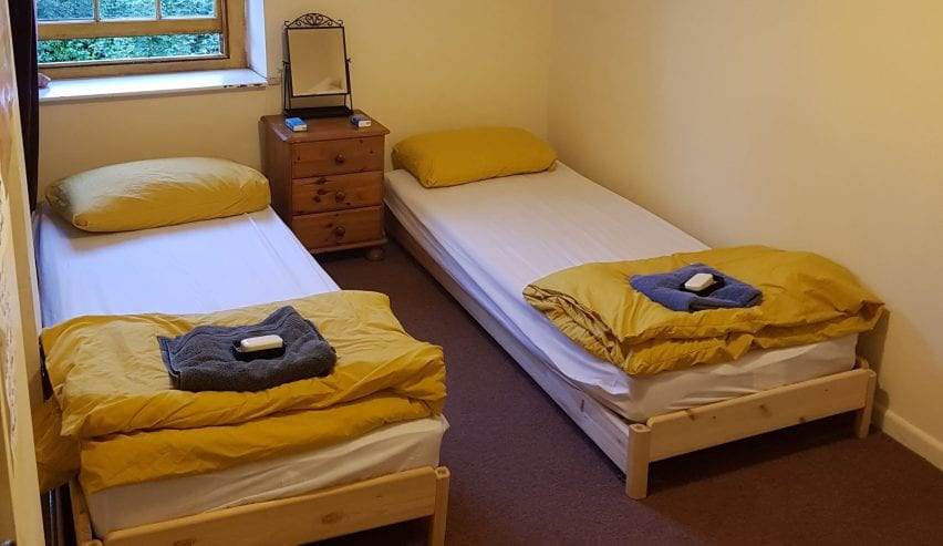 twin room at yellow wood micro hostel brecon