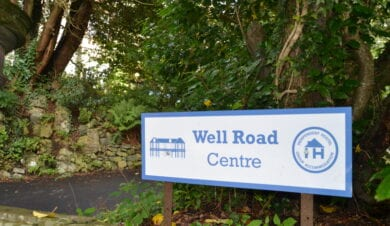 well road centre sign