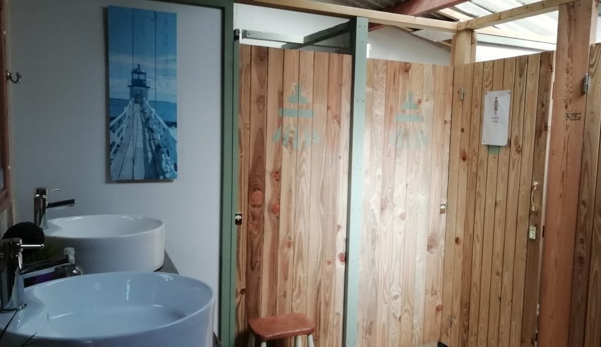 washrooms at Edens yard backpackers in cornwall