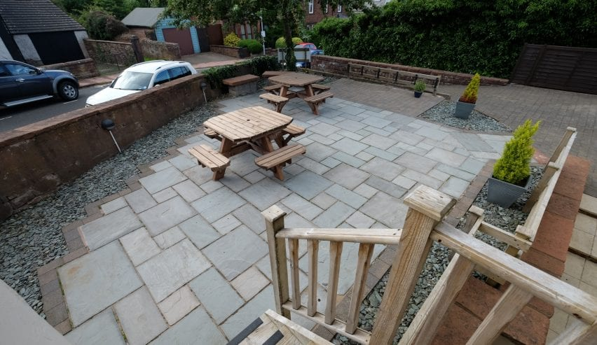 outside seating at Wayfarers Independent Hostel Penrith Cumbria