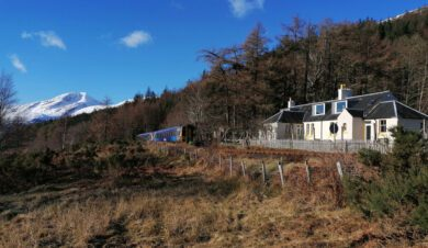 Gerrys Hostel at Acnashallach with mountains in the background